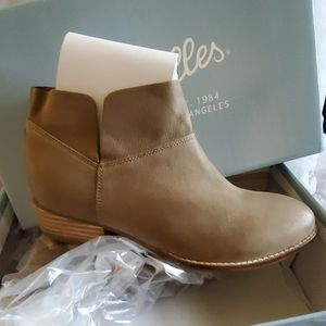 NEW taupe booties. 6.5